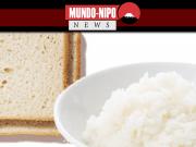 Tigela de arroz ao lado de fatias de pão