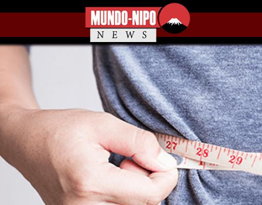 Pessoa medindo sua cintura