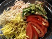 Prato de macarrão gelado com vegetais