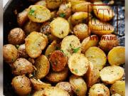 Batatinhas assadas e crocantes recem saidas do forno