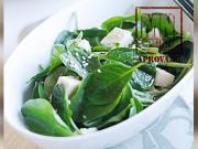 Salada de espinafre com tofu e molho de missô com gergelim