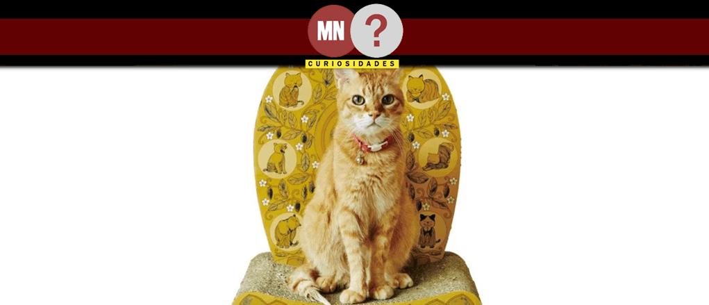 Arranhador de gato em formato de altar