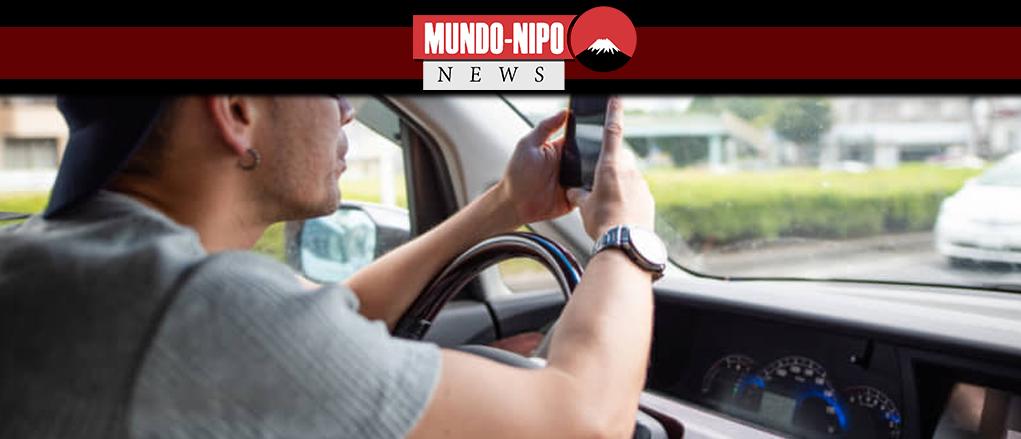 Homem utilizando celular enquanto dirige