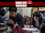 Jovem japonesa estudando em universidade