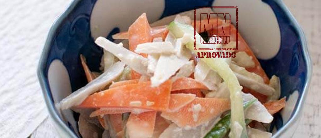 Salada de legumes com mionese de wasabi