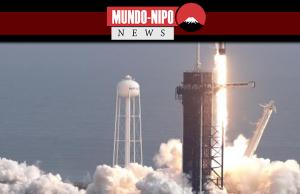 Um foguete Falcon 9 SpaceX decola da plataforma 39A durante um voo de teste para demonstrar o sistema de escape de emergência