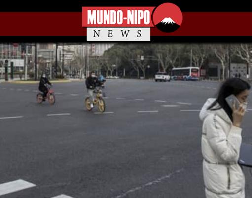 Apenas algumas pessoas em Xangai estão usando a movimentada Nanjing Road
