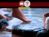 Mulher desfrutando uma piscina de onsen
