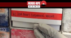 um cientista devolve uma nova amostra de vacina contra coronavírus a um freezer em Bethesda, Maryland.